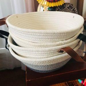4 canvas baskets new still tag atach